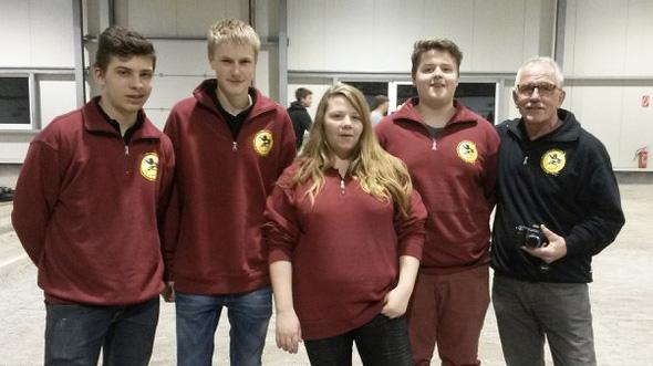 Das BaWü-Jugendteam v.l.n.r.: Leon Gota-Jecle, Maximilian Lang, Sabrina Royer, Marvin Petzold, Trainer Klaus Endress