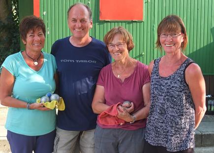 Die Sieger und Finalteilnehmer im B-Turnier, v.l.n.r. Rainer Bohner (Denkendorf), Jeannette Maier (TC Ludwigsburg) , Elsi Hinderer und Lisa Hess (BC Stuttgart).
