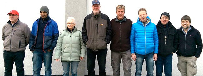 Die Gesamtsieger der Winterrunde 2015/16 von li. nach re.: Joachim Engisch (1.), Rajakumar Vallipuram (2.), Brigitte Mezger (3.), Peter Vieweg (4.), Jochen Kauffmann (5.), Thomas Brinkmann (6.), Rudi Meier (7.), Frank Naumann (8.)