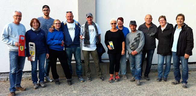 Die Bestplatzierten des Hobby-Turniers 2016 v.l.n.r.: Thomas + Christine Nording (3.), Chris Noether + Julia Severin (7.), Daniel Dalein + Bruno Cecillon (1.), Bärbel Rieger + Conny Severin (5.), Niko Ruban + Richi Rieger (2.), Gabi Grossmann + Werner Schanz (6.). Es fehlen bereits Gerd Ritz + Dieter Hörger (4.)